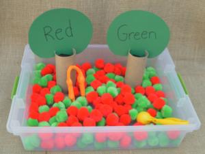 Apple sensory bin great fine motor & color matching practice for kindergartners and preschoolers.