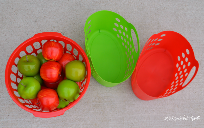 Fun, easy, low prep apple sorting activity for toddlers. fall|kid activity|early marth