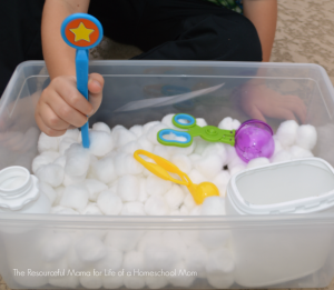 Fun fine motor snowball activity that will keep kids warm and dry this winter.