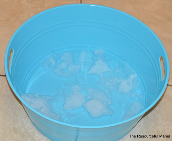 Melting snow science experiment-great winter science activity for preschoolers and kindergartners