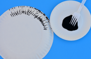 Dr. Seuss Cat in the Hat paper plate craft project for kids