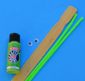 Turn your unused paint sticks into dragonfly craft for kids.