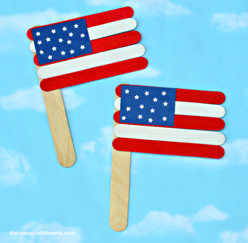 Get ready for the summer holidays with this patriotic American flag craft. It's a great red, white, and blue kid craft for Memorial Day or the 4th of July.