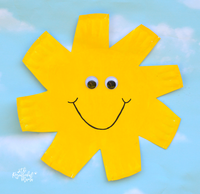 This paper plate sun craft will brighten up your day while strengthen those fine motor skills with scissor cutting practice. kid craft|summer| spring|paper plate craft|preschool|kindergarten