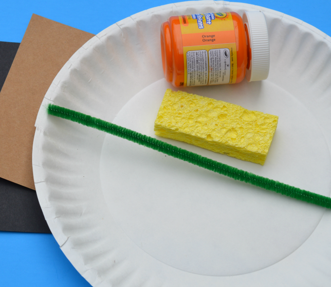 With just a few basic supplies and easy to follow directions, this is an easy, inexpensive, and fun pumpkin craft for fall, Halloween or Thanksgiving.