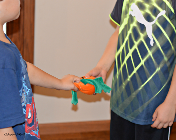 Super fun Halloween party game great for school classroom parties! pumpkin | kids games | party game | Halloween