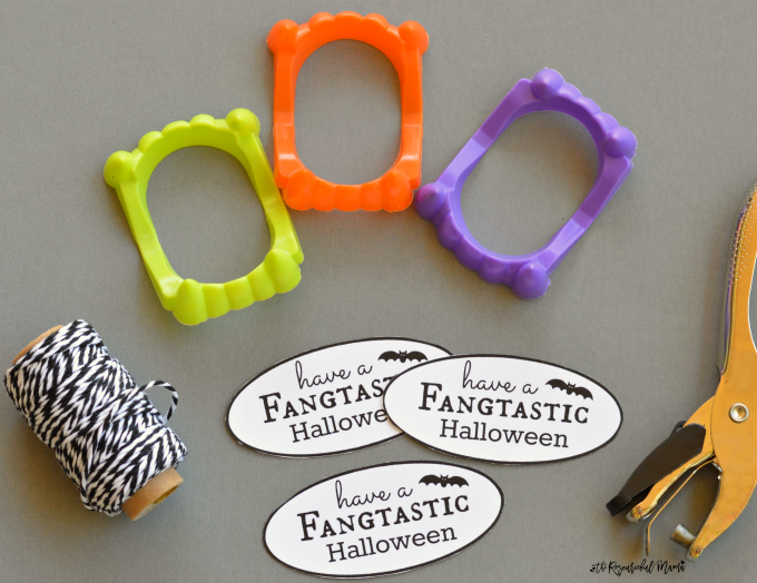 Turn plastic vampire fangs into a simple, inexpensive, and non-candy Halloween favor with this fun printable tag for class parties and trick-or-treaters.