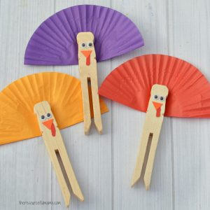 This Clothespin Turkey Kid Craft makes a great craft for Thanksgiving parties or drop in and go events. It comes together quickly with a few simple supplies