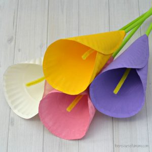 Transform paper plates into a beautiful Calla Lily Flower Craft for kids. Kids will love making a bouquet of calla lilies for their mom on Mother's Day. They make a great homemade Mother's Day gift that will last forever.